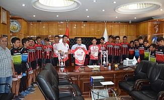 Şampiyonlar Başkan Oflaz ile buluştu
