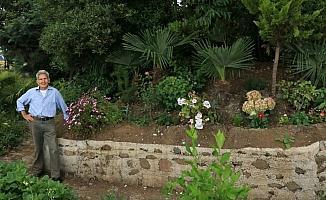 Yıllarca emek verip kıraç alanı 'botanik park' yaptı