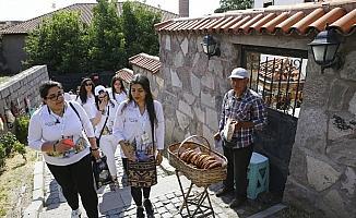 Yunus Emre Enstitüsünün yurt dışı merkezlerindeki öğrencilerden Ankara Kalesi'ne ziyaret