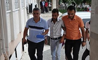 Birlikte yaşadığı genç kızı ve annesini bıçakladığı iddia edilen kişi tutuklandı