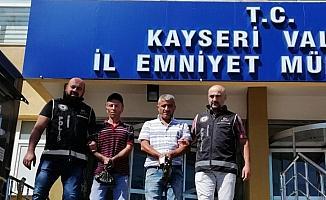 Takside 12 düzensiz göçmen yakalandı