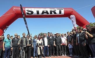 Bakan Kasapoğlu 'Beraber Yürüyelim' etkinliğine katıldı