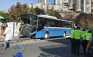 Başkentte halk otobüsünün yayalara çarptığı kaza