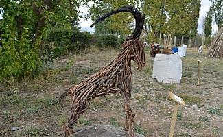 Eski tarım aletlerini heykele dönüştürdüler
