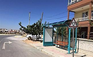 Karaman'da belediye otobüs durakları yenilendi