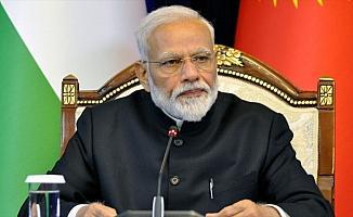 Pakistan'dan Modi'ye uçuş izni çıkmadı