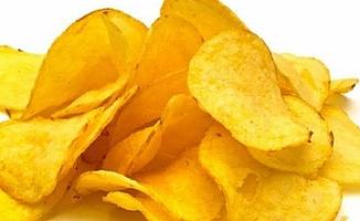 Patates cipsiyle abur cubur yiyen 17 yaşındaki genç kör ve sağır oldu