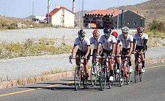 Yabancı bisikletçilerin