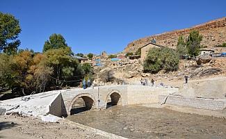 Karaman'daki tarihi Büyükkoraş Köprüsü'nün onarımı sürüyor