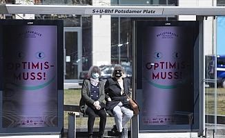 Almanya'da maske zorunlu oldu, Avusturya anaokullarını açmaya hazırlanıyor