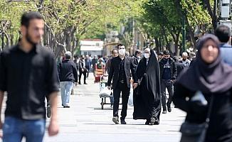 İran'da Kovid-19 kaynaklı can kaybı 5 bin 297'ye yükseldi