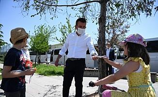 Altındağ Belediyesince 500 bin maske dağıtıldı