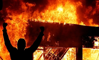 Amerika yanıyor