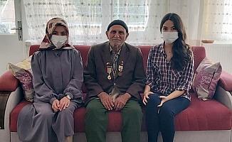 Beypazarı Sosyal Hizmet Merkezi Müdürü Sağlam'dan Kore gazisine ziyaret