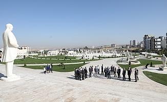 MHP'li yöneticiler Türk Tarih Müzesi'ne hayran kaldı
