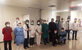 Kayseri'de Kovid-19 tedavisi gören AK Parti Genel Başkan Yardımcısı Özhaseki ve eşi taburcu edildi