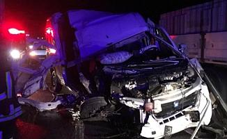 Ankara'da minibüs ile tır çarpıştı: 1 ölü, 1 yaralı