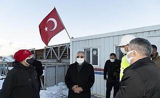 Büyükkılıç, Erciyes'te jeotermal sondaj çalışmalarını inceledi