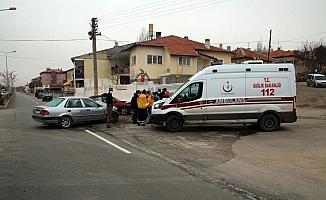 Şarkışla'da otomobiller çarpıştı: 1 yaralı