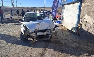 Tomarza'da otomobille hafif ticari araç çarpıştı: 2 yaralı