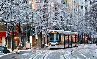 Eskişehir ve Kütahya'da kar yağışı etkili oldu