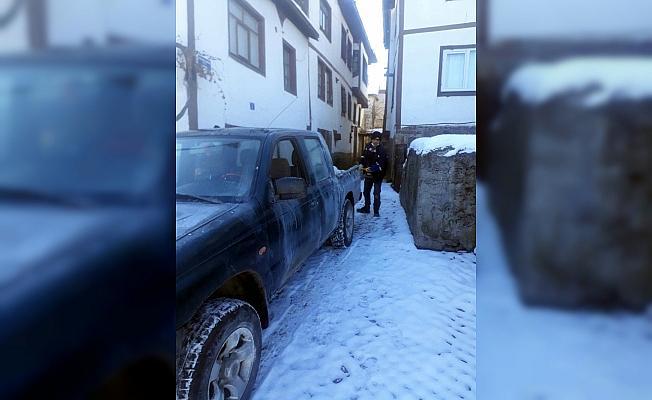 Güdül Belediyesi ekiplerinin karla mücadelesi sürüyor