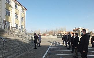 Ulaş'ta okullarda bayrak töreni yapıldı