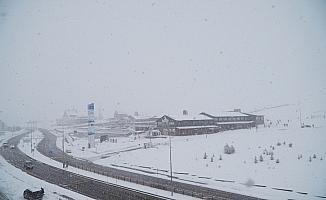 Erciyes'te kar kalınlığı 1 metreye ulaştı