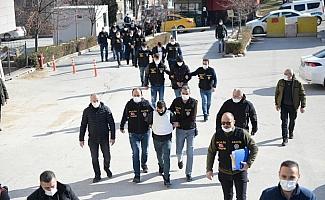 GÜNCELLEME - Eskişehir'de bir çift ve 4 yaşındaki çocuklarının evlerinde ölü bulunmasına ilişkin 9 şüpheli adliyede