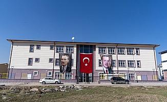 Kahramankazan'da yapılan 3 okul törenle açıldı