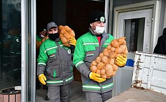 Mamak Belediyesinden vatandaşlara gıda yardımı
