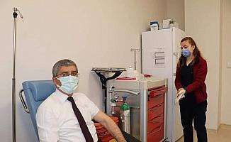 Suşehri Kaymakamı Sarı ve Belediye Başkanı Yüksel Kovid-19 aşısı oldu