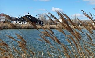 Buzları çözülen Ulaş Gölü'nde güzel görüntüler oluştu
