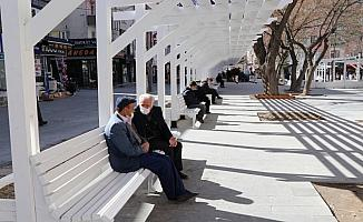 İç Anadolu'da kısıtlamanın olmadığı ilk cumartesi cadde ve meydanlarda hareketlilik yaşanıyor