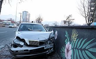 Kayseri'de köpeğe çarpmamak için manevra yapan aracın sürücüsü yaralandı