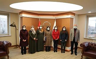 Kur'an öğrenen üniversite öğrencilerinden Müftü Güven'e ziyaret