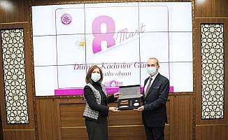 SCÜ Rektörü Prof. Dr. Alim Yıldız, üniversitenin kadın yöneticileriyle bir araya geldi