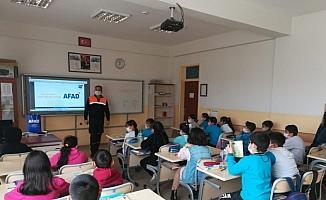 Ulaş'ta öğrencilere temel afet bilinci eğitimi verildi