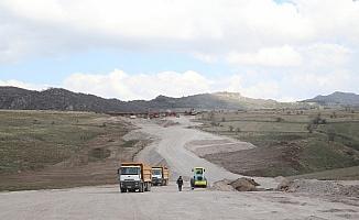 Kayseri Büyükşehir Belediye Başkanı Büyükkılıç, yapımı devam eden yolları denetledi