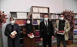 Pursaklar Belediye Başkanı Çetin, kütüphaneleri ziyaret etti