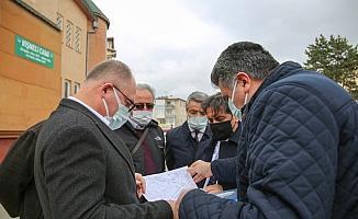 Sivas Belediye Başkanı Bilgin mahalleleri ziyaret edip sorunları dinliyor
