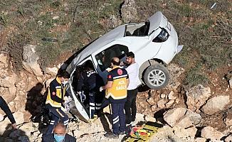 Sivas'ta 2 otomobil çarpıştı: 3 yaralı