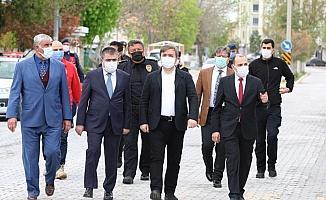 Aksaray Valisi Hamza Aydoğdu, ilçelerde Kovid-19 denetimine katıldı