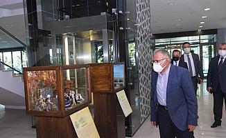 Başkan Memduh Büyükkılıç Kerem ile Aslı sergisini gezdi