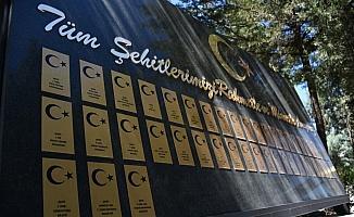 Bursa ve çevre illerde Ramazan Bayramı arifesinde şehitlikler ziyaret edildi