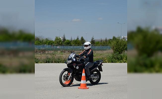 Eskişehir İl Emniyet Müdürlüğü Trafik Denetleme Şube Müdürlüğünde görev yapan 14 polise motosiklet eğitimi verildi