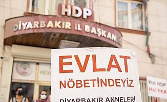 İkna edilerek teslim olan PKK'lı terörist: Örgüte katılması hedeflenen gençler HDP/DBP'de buluşur ve eğitimler yapılır