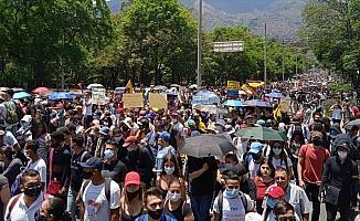 Kolombiya'da gösterilere neden olan vergi reformuyla vatandaştan daha fazla vergi toplanması amaçlanıyor