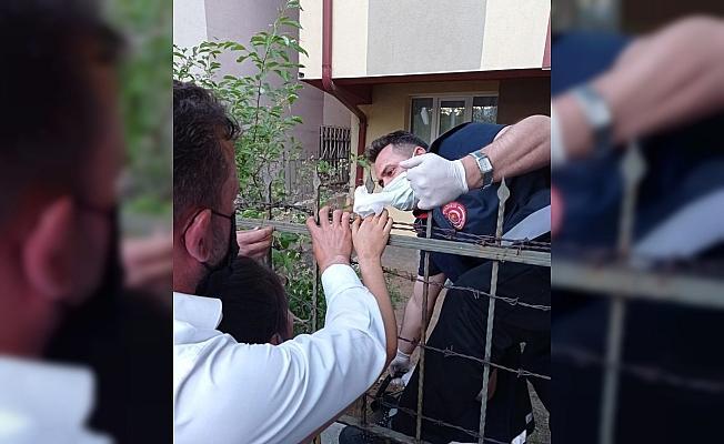 Sivas'ta 10 yaşındaki çocuk eline saplanan korkuluk demiriyle hastaneye kaldırıldı