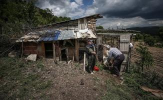 Bursa'da terk ettikleri köye yıllar sonra dönen vatandaşlar geçmişi özlemle arıyor